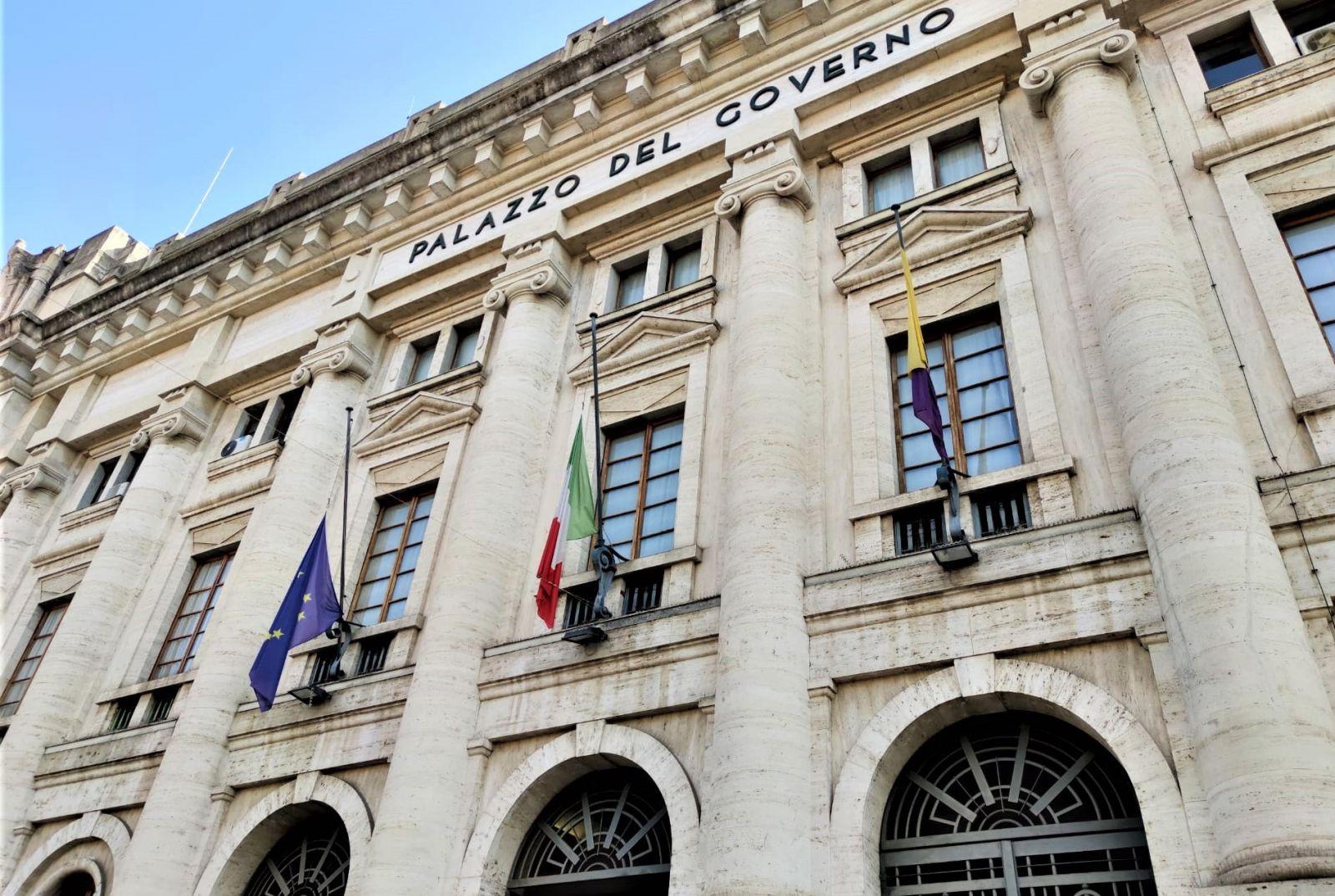 Provincia di Terni, bandiere a mezz'asta per assassinio ambasciatore  Attanasio e carabiniere Iacovacci - Umbria Notizie Web